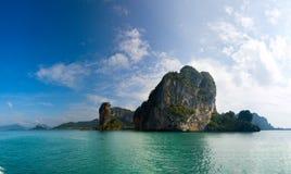 Isla en el mar fotografía de archivo