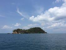 Isla en el mar Fotos de archivo