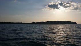 Isla en el rayo roberts del lago Imagen de archivo libre de regalías