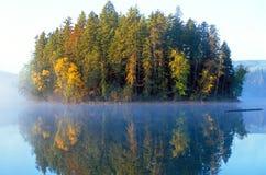 Isla en la niebla Imagen de archivo libre de regalías
