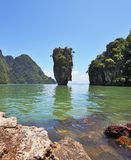 Isla-florero en una laguna baja Imagen de archivo libre de regalías