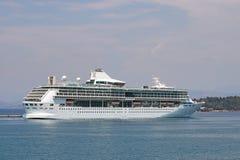 Isla grande de Corfú de la nave del crucero Imagen de archivo libre de regalías