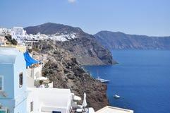 Isla griega del paisaje en el mar Mediterráneo. Foto de archivo