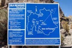 Isla Incahuasi - Isla del Pescado- in mezzo pianura Salar de Uyuni, Bolivia del sale del ` s del mondo alla più grande fotografia stock libera da diritti