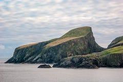 Isla justa Shetland de la roca de las ovejas Imagen de archivo