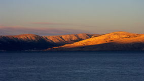 Isla Krk en el amanecer Fotos de archivo