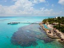 Isla Mujeres一张鸟瞰图在坎昆,墨西哥 免版税库存照片