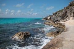 Isla Mujeres ö - Punta Sur punkt kallade också Acantilado del Amanecer eller klippan av gryningen Royaltyfri Fotografi