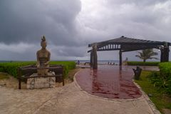 ISLA MUJERES, cancun МЕКСИКА - 20-ое февраля 2019: Индигенная скульптура карибским морем, символ женщины Isla Mujeres, женщин стоковые изображения