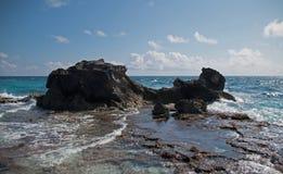 Isla Mujeres-eiland - het punt van Punta Sur riep ook Acantilado del Amanecer Cliff van de Dageraad Royalty-vrije Stock Fotografie