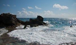 Isla Mujeres-eiland - het punt van Punta Sur riep ook Acantilado del Amanecer Cliff van de Dageraad Royalty-vrije Stock Foto