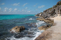 Isla Mujeres-eiland - het punt van Punta Sur riep ook Acantilado del Amanecer of Klip van de Dageraad Royalty-vrije Stock Fotografie