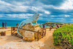 ISLA MUJERES - 10 JANVIER 2018 : Vue extérieure d'une statue lapidée dedans pour d'une baleine de requin située à l'extérieur dan Photo stock