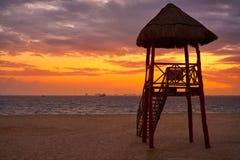 Isla Mujeres-zonsondergang van het eiland de Caraïbische strand royalty-vrije stock afbeeldingen