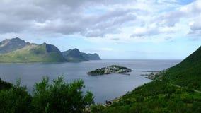 Isla noruega Husoy del panorama del fiordo almacen de metraje de vídeo