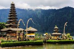 Isla Pura Ulun Danu Bratan de Indonesia Bali fotografía de archivo libre de regalías