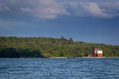 Isla redonda histórica maravillosamente pintada Michigan de Mackinac del faro de la isla imagen de archivo libre de regalías
