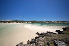 Isla rocosa en la bahía de Sakalava, Madagascar Foto de archivo libre de regalías