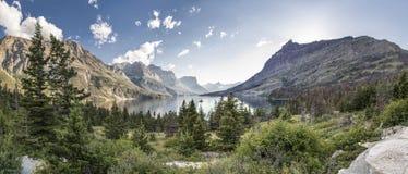 Isla salvaje del ganso panorámica - Parque Nacional Glacier Foto de archivo