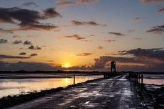 Isla santa, terraplén Refugio de la seguridad northumberland inglaterra Reino Unido Fotografía de archivo libre de regalías