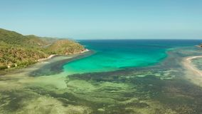 Isla tropical con la laguna azul almacen de video