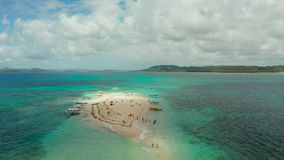 Isla tropical con la playa arenosa Isla desnuda, Siargao metrajes