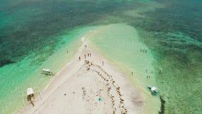Isla tropical con la playa arenosa Isla desnuda, Siargao almacen de video