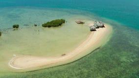 Isla tropical con la playa arenosa Palawan, Filipinas metrajes
