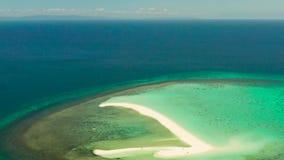 Isla tropical con la playa arenosa Palawan, Filipinas almacen de video