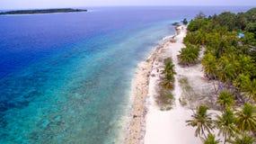 Isla tropical de Maldivas Fotografía de archivo libre de regalías