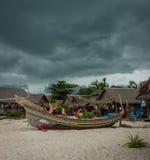Isla tropical de Phi Phi en la tierra de sonrisas, Tailandia Foto de archivo