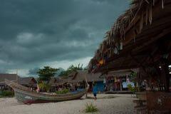 Isla tropical de Phi Phi en la tierra de sonrisas, Tailandia Imagen de archivo libre de regalías