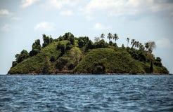 Isla tropical en el parque nacional de Coiba Fotos de archivo libres de regalías