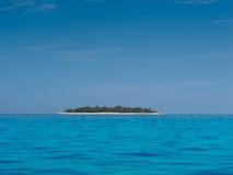 Isla tropical en el sol Fotos de archivo libres de regalías