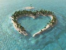 Isla tropical en forma de corazón Imagen de archivo