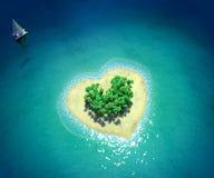 Isla tropical en la forma de corazón Fotos de archivo
