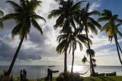 Isla tropical en la puesta del sol fiji Isla de Beqa Imágenes de archivo libres de regalías