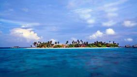 Isla tropical en oscuridad Fotografía de archivo