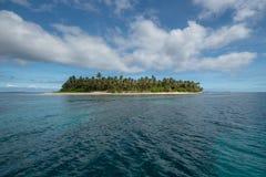 Isla tropical feliz Imágenes de archivo libres de regalías