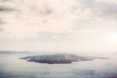 Isla volcánica de Nea Kameni en Santorini, Grecia Fotografía de archivo libre de regalías