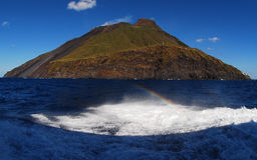 Isla volcánica de Strombolie Foto de archivo