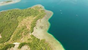 Isla y arrecife de coral tropicales, Filipinas, Palawan almacen de metraje de vídeo