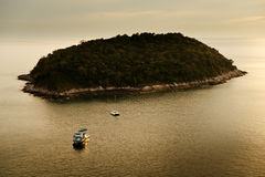 Isla y barco de Phuket Fotografía de archivo libre de regalías