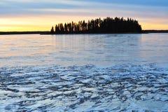 Isla y lago del invierno Foto de archivo libre de regalías