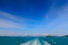 Isla y mar Imágenes de archivo libres de regalías