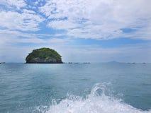 Isla y mar Imagenes de archivo