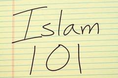 Islam 101 en un cojín legal amarillo imagen de archivo libre de regalías