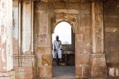 ISLAM modlitwa przy dziedzictwa miejscem Sarkhej Roza Obraz Royalty Free