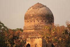 Free Islamic Memorial Brick Abandoned Tomb Ruin Dome Architecture Stock Photography - 113563322