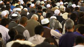Islamische betende Leute stock video footage